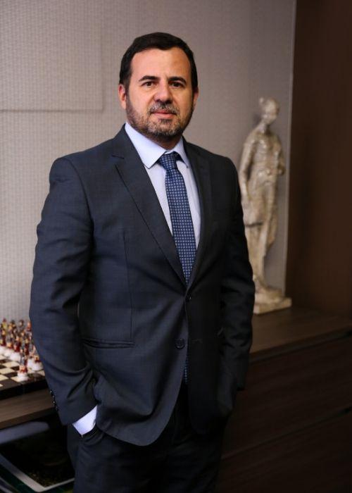 Dr. Carlos Camarota